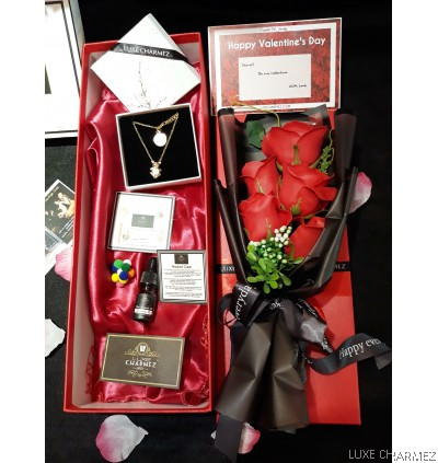 Love You Beary Much Giftbox | Adebear Diffuser Necklace + Scented Red Roses